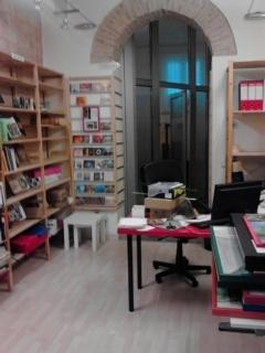 foto libreria con porta